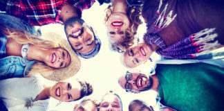 Diversity in social interactions boosts addiction recovery
