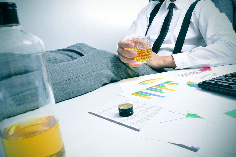 The similarity between workaholism and alcoholism