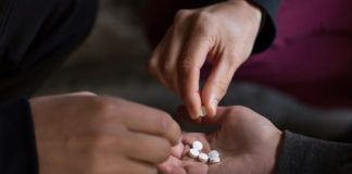 Teens in danger as opioid use creates heroin addiction risk